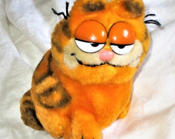 Vintage 80s Garfield Plush Sitting Stuffed Animal Dakin 7 in 1981 Sleepy Eyes