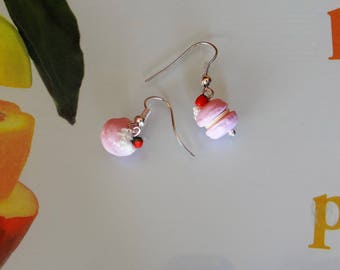 1 pair of mini macaroon Strawberry on dangling earrings