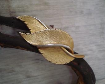 Vintage engraving leaf brooch/metal brooch 1930s