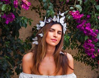 Florentina weiß Schmetterling Krone, Braut Blume, Krone, Festival Kopfstück, Wüste Hochzeit, weiße Fascinator, Kopfschmuck