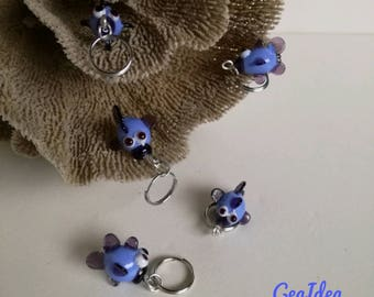 Fishes stitch markers for knitting and crochet in Murano glass hand-molded.