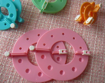 Apparatus for making PomPoms 9 cm in diameter