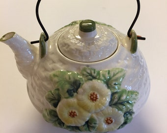 Basket weave teapot with daisies.