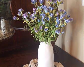 Small floral arrangement,floral arrangement,farmhouse arrangement,country arrangement,wildflower arrangement,side table arrangement,