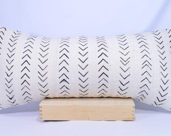 12x26 Lumbar Double-Sided African Mud cloth Pillow Cover; Bogolanfini Decorative Pillow, Black & White Mudcloth Throw Pillow (Mali) -BF1028a