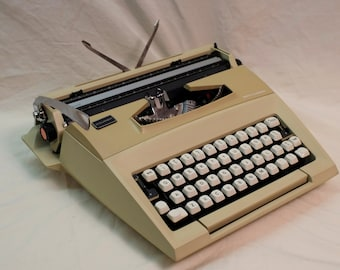 Working Smith Corona Courier typewriter - Made in England