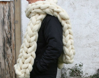 Giant scarf of super wool (giant) chunky. It is a pure wool of merino Spanish sheeps.