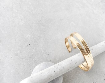 Diagonal Stripe Cuff / heavy gold plate / herringbone + arrow bracelet set