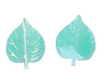 5 cabochons light green leaves