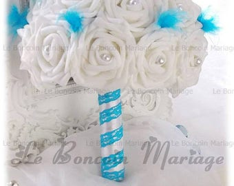 Bouquet de mariée blanc ou ivoire avec perles,plumes bleu turquoise,et dentelle