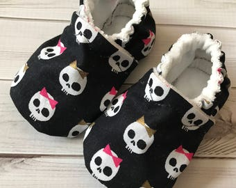 Girly skulls and bows crib shoes booties, organic bamboo, custom size preemie, newborn, 0,3,6,9,12,18, 24 months, ready to ship