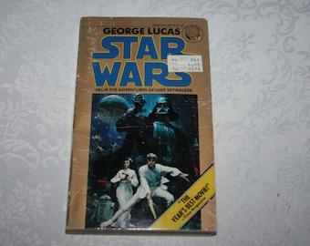 "Vintage Paperback Book "" Star Wars "" By George Lucas, Luke Skywalker Adventures 1977 Color Photos Movie Motion Picture"