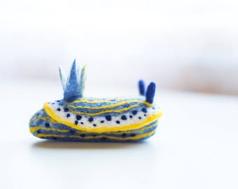 Felimare bayeri, miniature needle felt nudibranch, wool sea slug sculpture, gift for divers and biologists, Christmas tree ornament