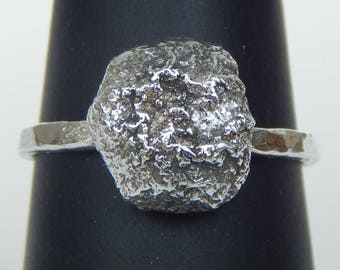 Sterling Silver Pebble Ring - Hammered Band