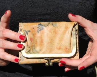 Evanna clipframe wallet in subtle floral