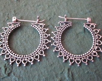 Hoop Sterling Silver Earrings / silver 925 / Balinese handmade jewelry / granulation technique / (#63m)