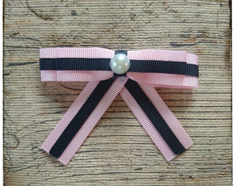 Badge bow brooch, blogger brooch, fashion accessory