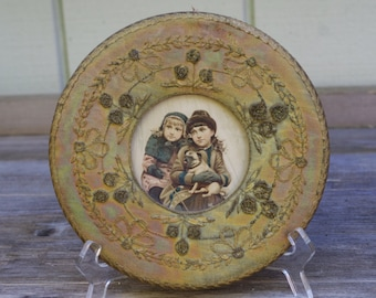 Silk Embroidery Round Frame with Vintage Print
