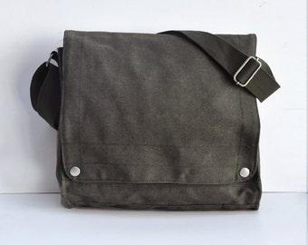 10 Blank Canvas messenger bag