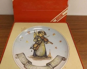 1987 Hummel Collectable Christmas Plate  In Original Box Mint Condition