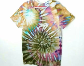 Ice Dyed Spiral Tee Shirt men's size Large in Purple Gold Moss Green