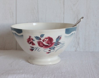 Beautiful bouquet of carnations and Rose Bowl, from the 40s. DIGOIN-SARREGUEMINES. France.