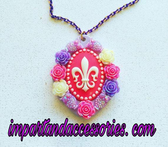 ORLEANS BEAUTY- Decoden 30 x 40 mm Elegant Vintage Vibrant Floral Pink Lilac Purple Heart Owl Cabochon Filigree Cameo  Pendant Necklace.