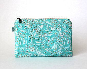 Curio Wolf   Roe Flat Pouch