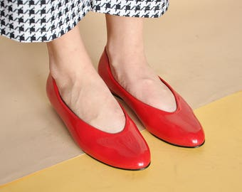 90s MOD flats FLAT shoes RED shoes red flats minimal flats minimalist flats funky flats pointy flats red ballet / size 6.5 us / 4 uk / 37 eu