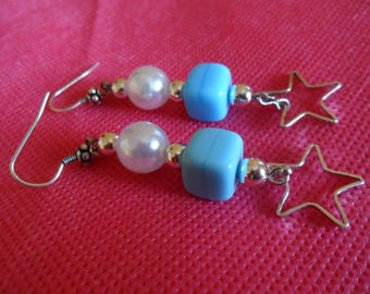 Blue and white pearls and metal star earrings pendulum