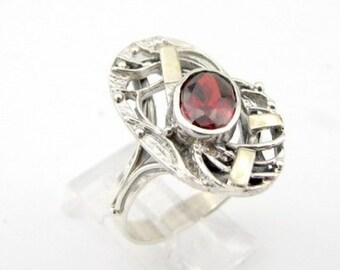 Hand Crafted 9K Yellow Gold Sterling Silver Garnet Ring size 7 (vs r1940)