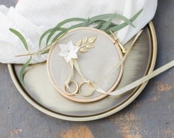 Circle ring pillow in linen for wedding
