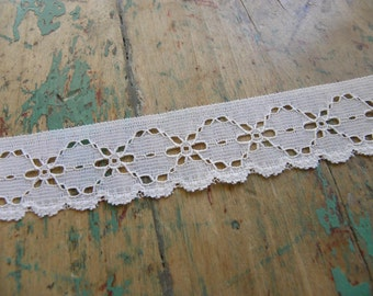 2 Yards Vintage Lace Trim