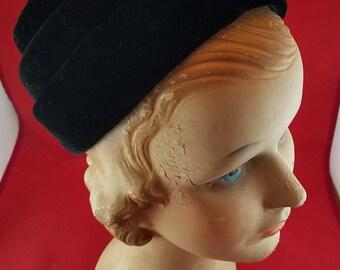 Ladies Vintage Black Velvet Turban Style Hat with Pin 1950s