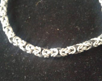 Chain mail stretch necklace