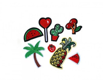 Pack of 8 badges collection Theme exotic red and green patches