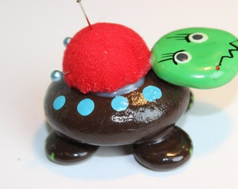 Vintage Turtle Pin Cushion Made from Rocks Hand Painted Cute Sewing Supplies Kitchy Sewing Supplies Vintage Rock Art