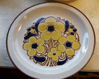 """PLATTER International China """"Stoneybrook"""" Collection """"Kristina SY-8474"""" Vintage 1970s Plate Floral Daisies Pansies"""