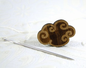 Cloud Needle Minder in bamboo