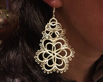 Floral ivory earrings,handmade,accessory,needle tatting,chandelier,special event,elegant,chic,wedding,nic free hooks, cotton,madeinitaly