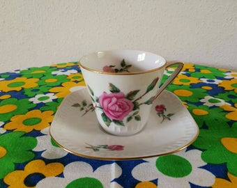 Head and saucer rose motif