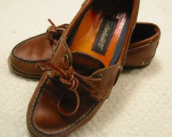 vintage womens traditional/classic burnished tan leather Timberland boat/deck shoes  6 1/2M . . .  gently worn