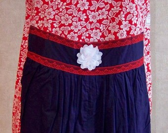 Great service, classy and sexy apron at the same time. Red / blue. REF TAB09