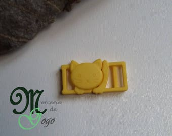 "Clip shaped yellow plastic ""cat"" quick release buckle."