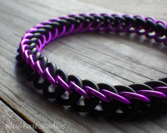 Violet and black rubber chainmaille bracelet; stretchy chainmaille bracelet; chainmaille jewelry; rubber chain maille bracelet