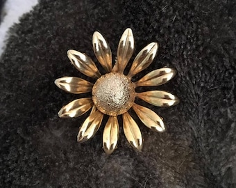 Vintage Gold Flower Pin