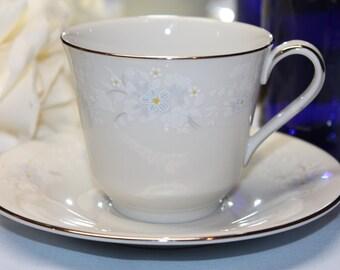 "ROYAL DOULTON Fine Bone China Teacup and Saucer Set ""Bedford"""