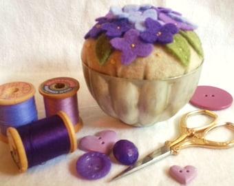 Vintage Jello Mold Pincushion,Jello Mold Pincushion,Pincushion,Violets Pincushion,Floral Pincushion,Felt Pincushion,Vintage Jello Mold