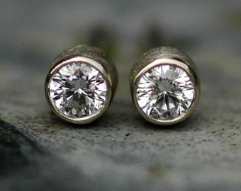 Brilliant Cut VS White Diamonds 2.5mm in 14k White Gold with Brushed Finish- Made to Order