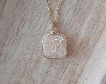 Genuine Druzy / Champagne Druzy Pendant/Druzy Necklace / Druzy Jewelry / Gifts for Her/Free Shipping Canada /Ready to Ship